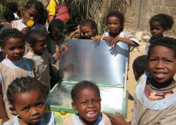 A Madagascar solar cooker project reported in News You Send is not only providing local employment, but also helping to keep families safer and healthier by reducing their exposure to dangerous, smoky cooking fires (photo: ADES)