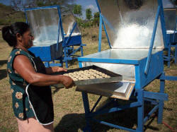 Many of the Solar Women use their solar box cookers to produce baked goods for sale (photo: Grupo Fenix)
