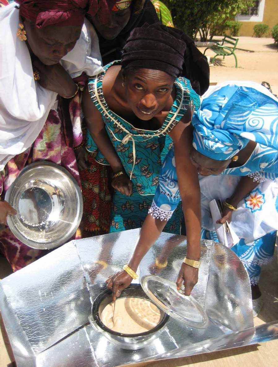 Solar cooking trainer Kiné Seck demonstrates how to use the HotPot as part of the Senegal Solar Cooking Initiative