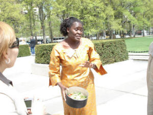 Dinah Chienjo explains how solar cookers work at the United Nations in New York