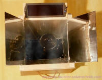 A photovoltaic cell, seen here at the top edge of the Pil Kaar 2, powers a microcomputer that adjusts the two reflectors