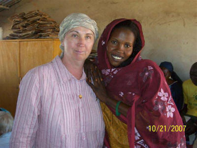 Gabriele Simbriger-Williams (left) and Zenuba, a Darfur refugee who manufactures solar cookers in Touloum camp