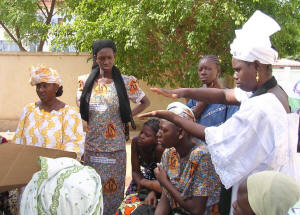 AFIMA instructors use gesture language to convey solar cooking concepts to deaf and hard-of-hearing women
