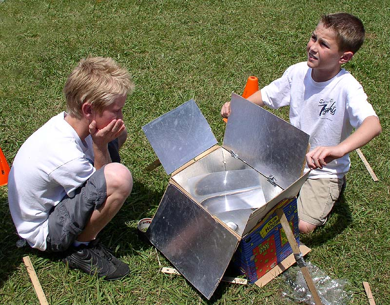 solar powered oven designs. solar cooker designs,