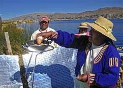 An Uros islander cooks eggs with the butterfly-style parabolic solar cooker (Photo: BYU)